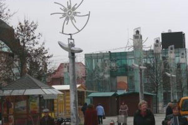 Martinčanom sa vianočná výzdoba v meste páči. Podľa nich ju netreba meniť.