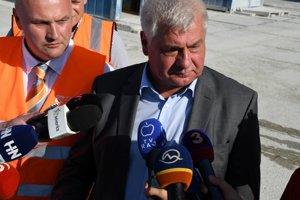Minister dopravy Árpád Érsek spoločne s generálnym riaditeľom NDS Jánom Ďurišinom v utorok informovali novinárov o situácii tunela Višňové.