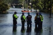 Počet obetí hurikánu a následných záplav v USA narastá.