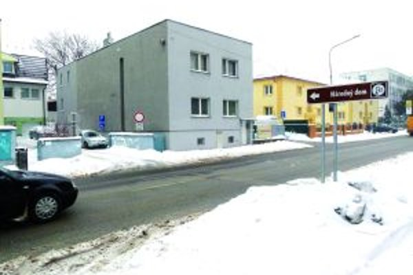 Naozaj by turisti podľa smerovej tabule na Mudroňovej ulici našli Národný dom?