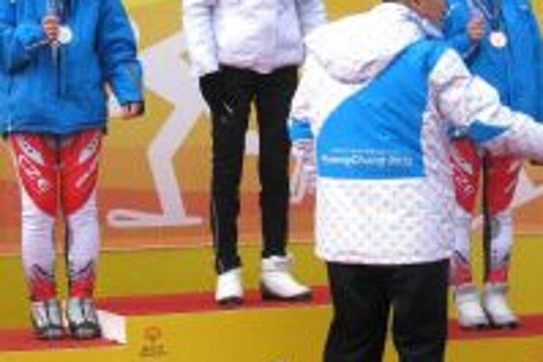 V kategórií bežecké lyžovanie získala Vladimíra (v strede) zlato.