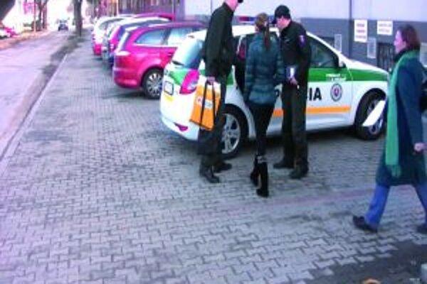 Mladú Bulharku previezla polícia do polepšovne.