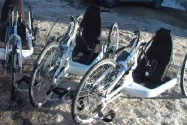Na opustených handbikoch sa nemá kto voziť.