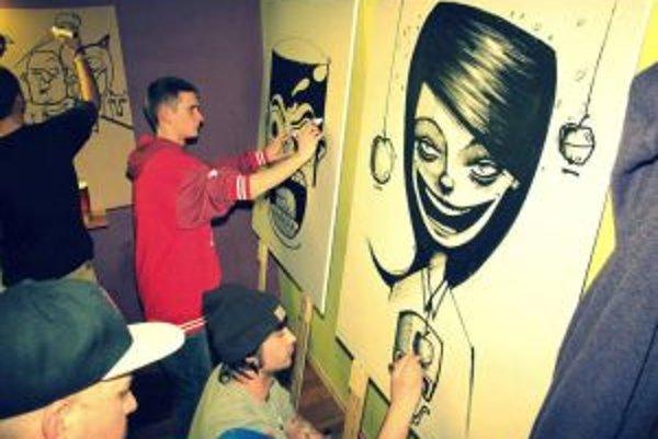 Street art umelci vo fáze tvorby.
