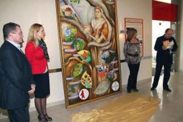 Obraz spolu s deťmi namaľovala D. Berková (druhá sprava) a D. Hevier (vpravo) s hemofilikmi napísal knihu.
