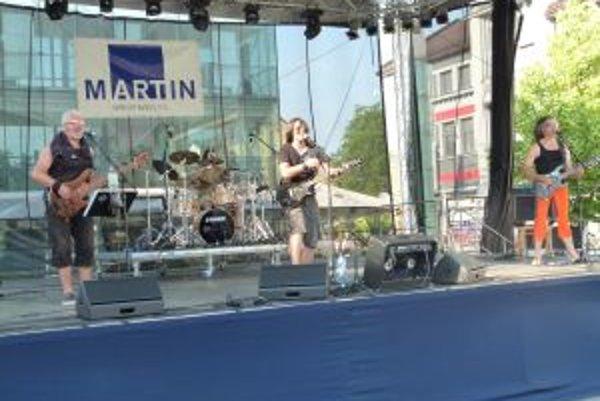 Na námestí vystúpila kapela S.H.O.P. s Petrom Bažíkom.
