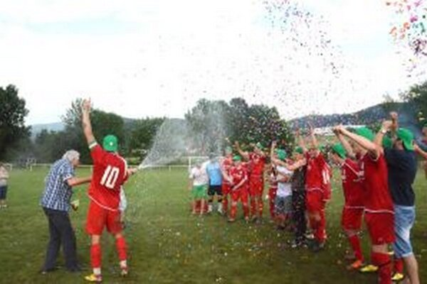 Beľania po skončení sezóny oslavovali postup.