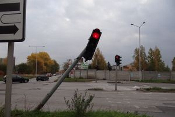 Križovatka zvedavého semafora.
