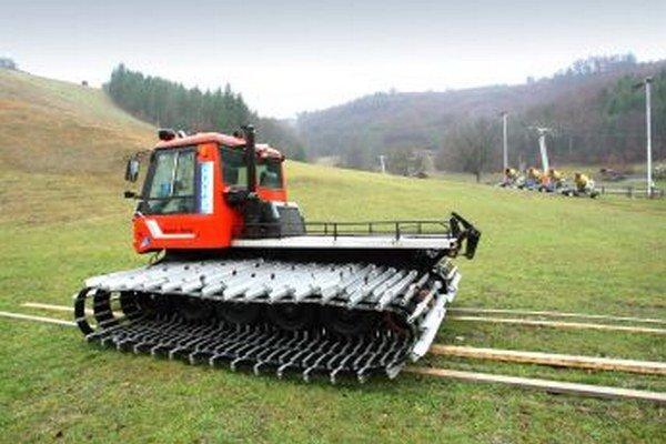 V niektorých lyžiarskych strediskách museli pre zlé počasie prevádzkovatelia prerušiť sezónu.