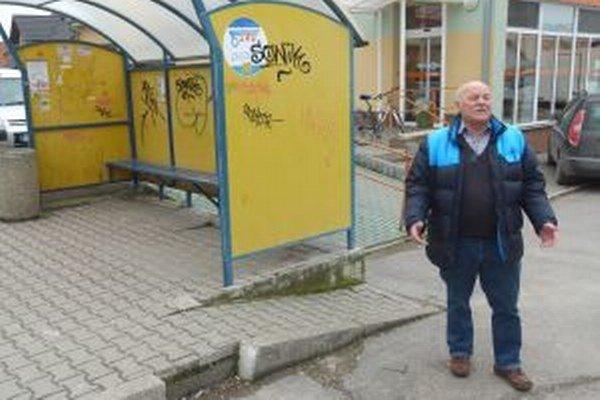 Aj starosta obce má na vandala ťažké srdce.