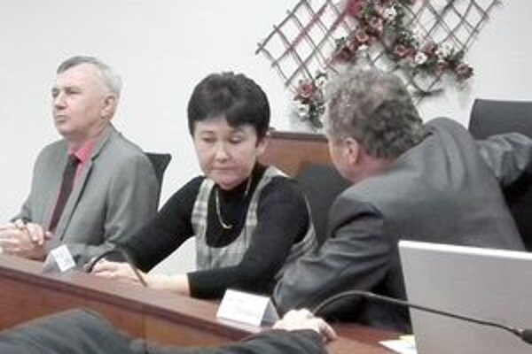 Odvolanie riaditeľa navrhla poslankyňa, podľa jej vyjadrenia, na základe overených informácií.