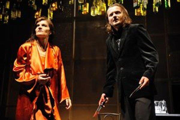 Jana Oľhová a Daniel Heriban v Macbethovi, ktorý je v repertoári Slovenského komorného divadla v Martine.