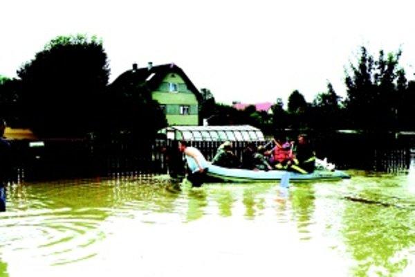 Odrezaní od sveta. Na Dubovom počas povodní nemohli použiť rozhlas, voda vyradila elektrinu.