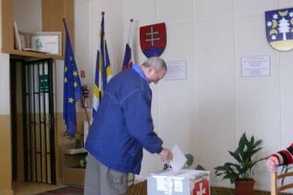 Ján Skulič na jeseň nehlasoval. Teraz už prišiel, lebo mal dôvod.