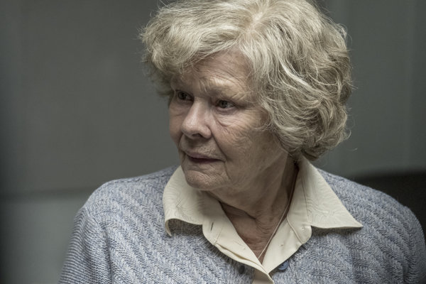 Judi Dench ako špiónka Melita Norwood vo filme Red Joan.