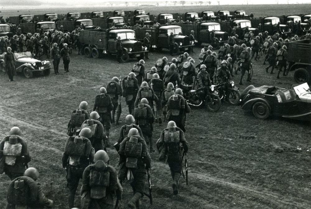 Cvičenie československej armády v Miloviciach v roku 1936.