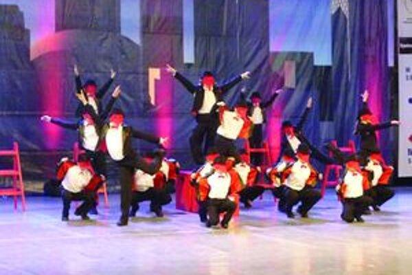 Haľamovej 21. Deti z TK Deep a ich street dance show formácia.
