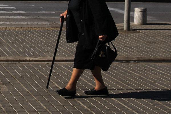 Mladík sa zameral na dôchodkyne, kradol im kabelky.
