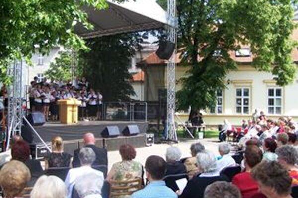 Na Memorandovom námestí v Martine sa dnes uskutočnili slávnostné Služby Božie pri príležitosti osláv 150. výročia Memoranda národa slovenského.
