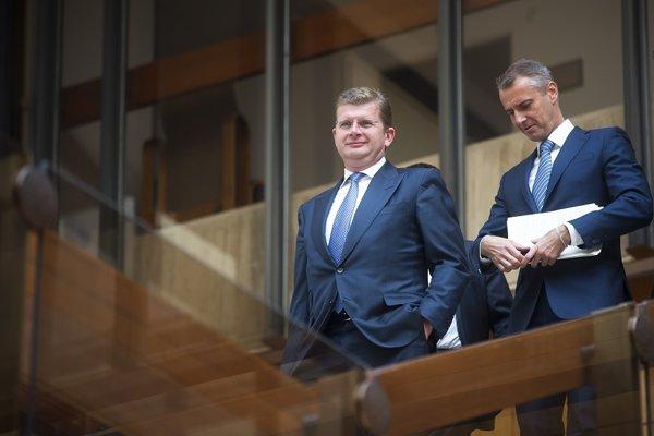 Minister hospodárstva Peter Žiga a podpredseda vlády pre informatizáciu Richard Raši.