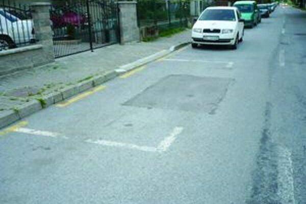 Pre ilustráciu. Aj takto sa dá/nedá parkovať v Záturčí.