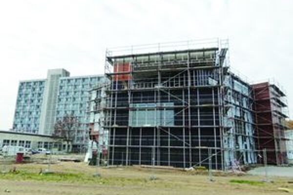 Multifunkčný objekt. Študenti lekárskej fakulty tu budú mať knižnicu, učebne a špeciálne pracoviská.