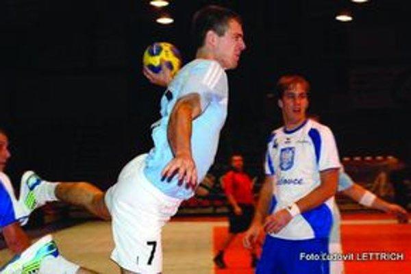 Boris Saitz prispel k víťazstvu nad D. Stredou tromi gólmi.