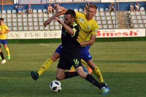 Jakub Grič (vpravo) verí, že Michalovciam sa prvýkrát podarí vyhrať nad Ružomberkom.