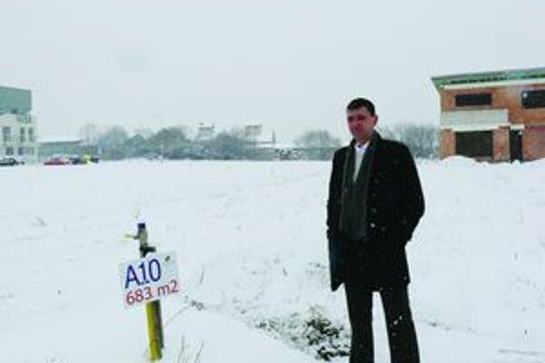 Majiteľ Vladimír Kohút si kúpil pozemok, no v súčasnosti nemôže na ňom stavať.