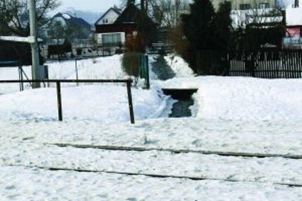 Aj ploty a drobné stavby sú za určitých okolností pre vodu nezdolateľnou prekážkou.