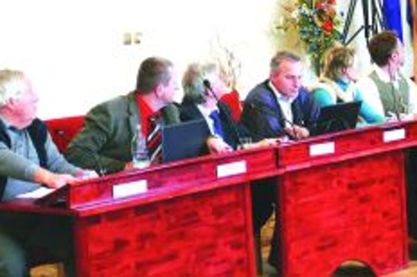 Poslanci MsZ vo Vrútkach odobrili postup vedenia mesta, ktoré poslednú splátku za ihrisko vložilo do notárskej úschovy.