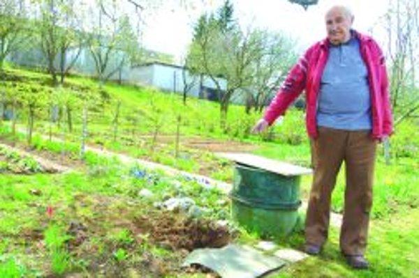 Sudy miznú najviac. Ostávajú po nich diery v zemi, kde si ich záhradkári zakopali, aby boli stabilnejšie, tvrdí Peter Švec.
