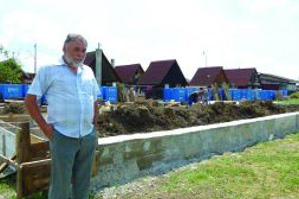 Daniel Diškanec chce ubytovňu postaviť aj za peniaze, ktoré mu zo spoločného domu vyplatila exmanželka.