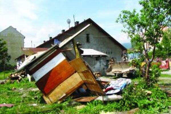 Na Vrútkach riešili čierne stavby radikálne - drevené chatrče zbúrali.