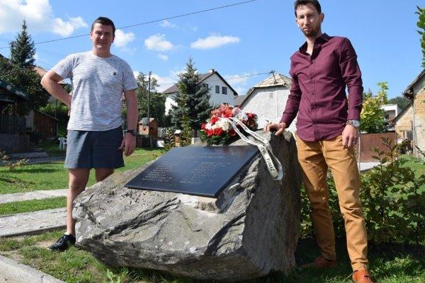 Iniciátori výstavby pomníka padlým. (vľavo: Peter Fízeľ, vpravo: Peter Čeman)