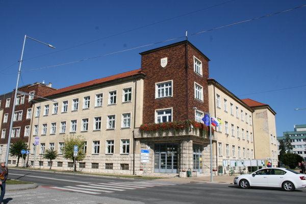 Mestský úrad v Spišskej Novej Vsi - konajú sa tu mestské zastupiteľstvá.