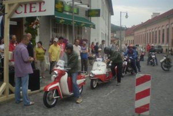Martinskí veteranisti na štarte Horskej jazdy v Kremnici. To ešte netušili, že v ich kategórii sa víťazom stane jeden z nich.