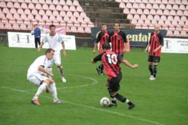 Púchovčan Varhaník (č. 10) dal druhý gól proti Seredi.