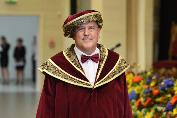 Nový rektor UCM sa ujal funkcie.