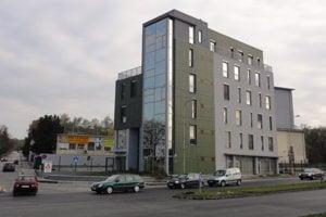 Župní poslanci odmietli predĺžiť prenájom priestorov pre úradníkov župy v tejto budove na Rázusovej ulici.