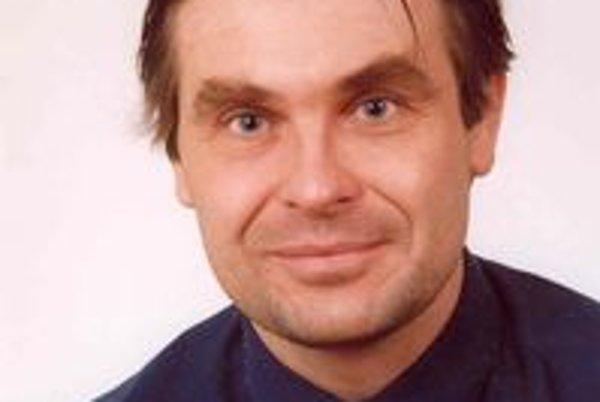 Poslanec Slavomír Šuch vystúpil z klubu SDKÚ-DS a založil si nový - liberálny.