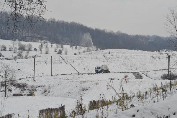 Sninská mestská Skládka nie nebezpečného odpadu je už vyše roka zatvorená.