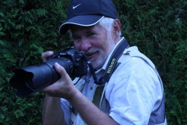 Športový fotograf. Fotí od sedemdesiatych rokov, v súčasnosti len pre MY Turčianske noviny.