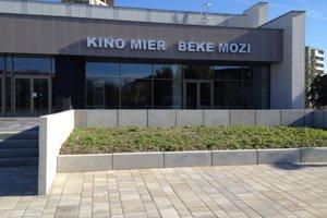 Obnovené kino Mier.
