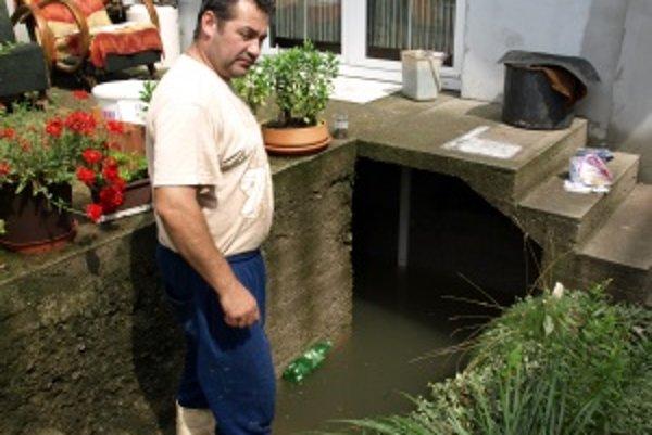 Milan Petraško má v pivnici ešte stále vyše metra vody.