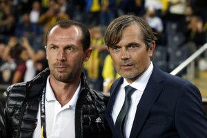 Vľavo Radoslav Látal, tréner Trnavy, vedľa neho domáci kouč Phillip Cocu.