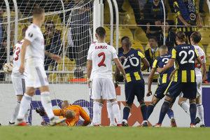 Domáci Islam Slimani strieľa úvodný gól zápasu.