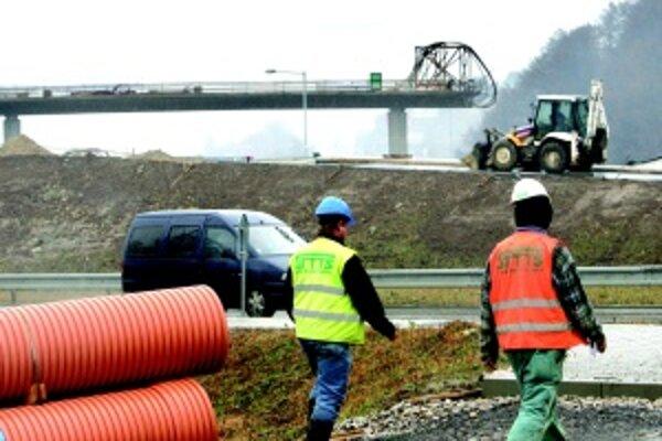 Nútená prestávka. Napodstatnú časť trasy diaľnice zrušených PPP projektovvypíše ministerstvo nový tender.