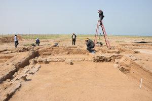 V Kuvajte slovenskí archeológovia odkrývali stredovekú osadu nestoriánov a z výskumov vyhotovovali komplexnú 3D dokumentáciu.