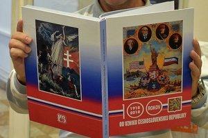PLagáty, ktoré vystavujú v Trenčíne, vydal zberateľ aj knižne. Zatiaľ je len jeden exemplár, malo by ich však vyjsť viac.